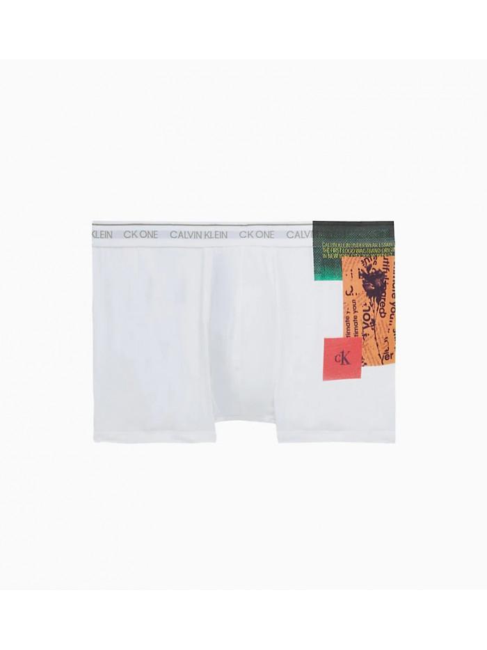 Férfi boxeralsó Calvin Klein CK ONE Newspaper Placed Print fehér